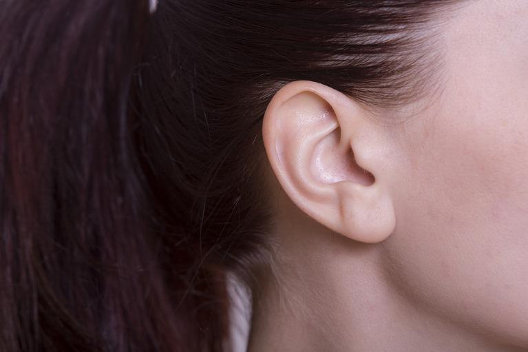 耳の後ろを切らない