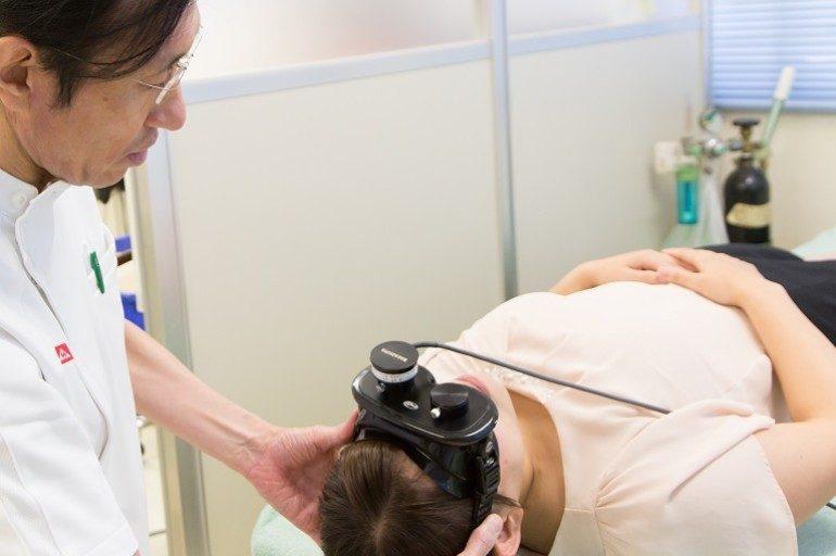 赤外線フレンツェル眼鏡による眼振検査